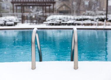 Comment hiverner une piscine